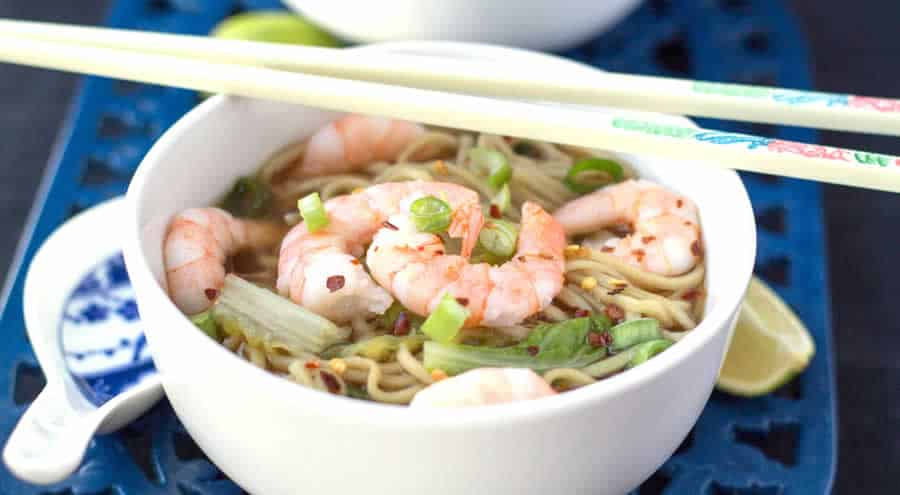 Soupe chinoise aux crevettes poulet et vermicelles