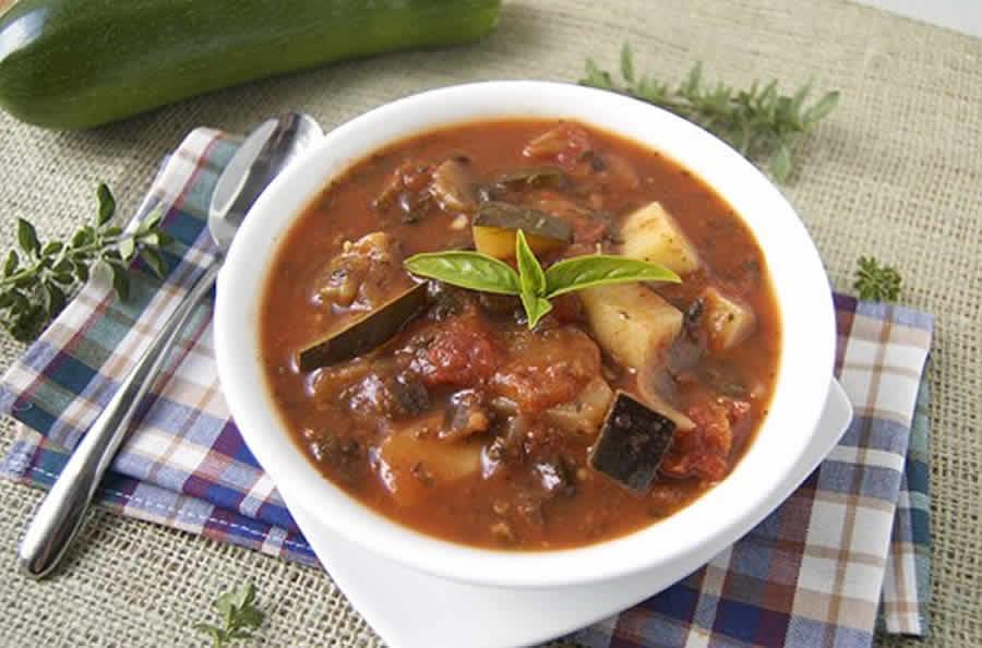 Soupe de courgettes et d'aubergines au companion