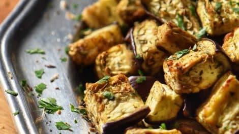 Aubergines au four gratinées, un accompagnement léger et savoureux