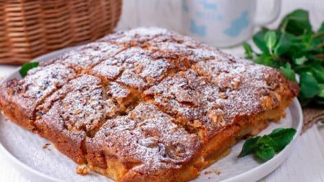 Cake légère aux pommes et amandes sans beurre ni huile