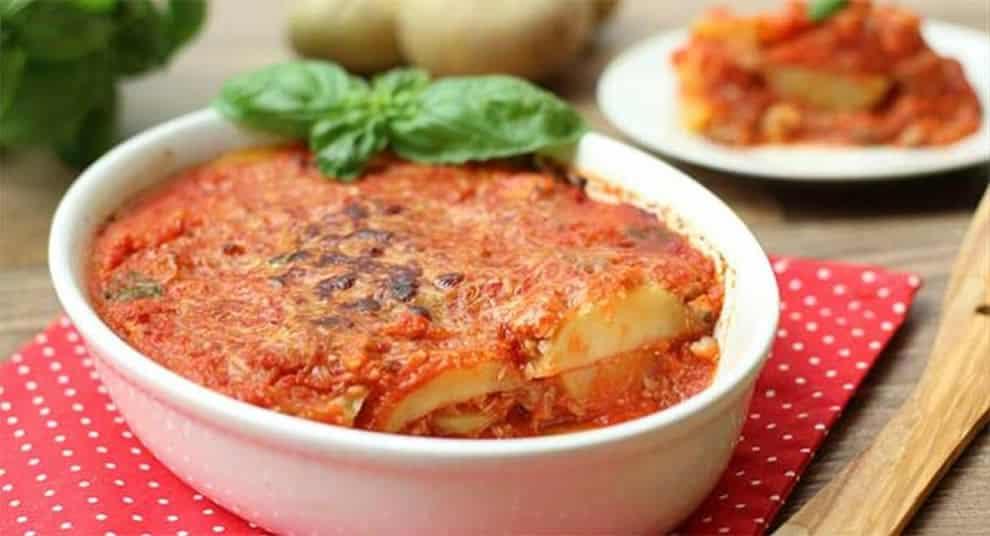 Gratin léger de pommes de terre à la sauce tomate, léger et délicieux
