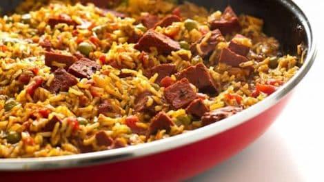 Paella au poulet, légère et délicieuse