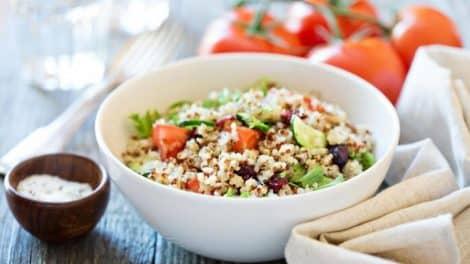 Salade légère de quinoa et légumes frais
