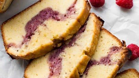 Cake Léger au cœur aux fruits rouges