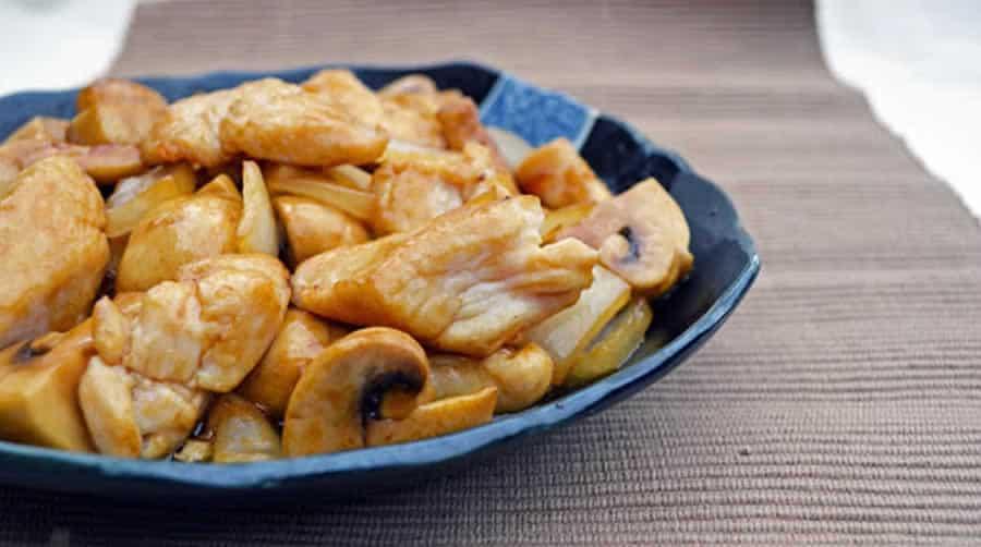 Sauté de poulet et champignons, léger et savoureux