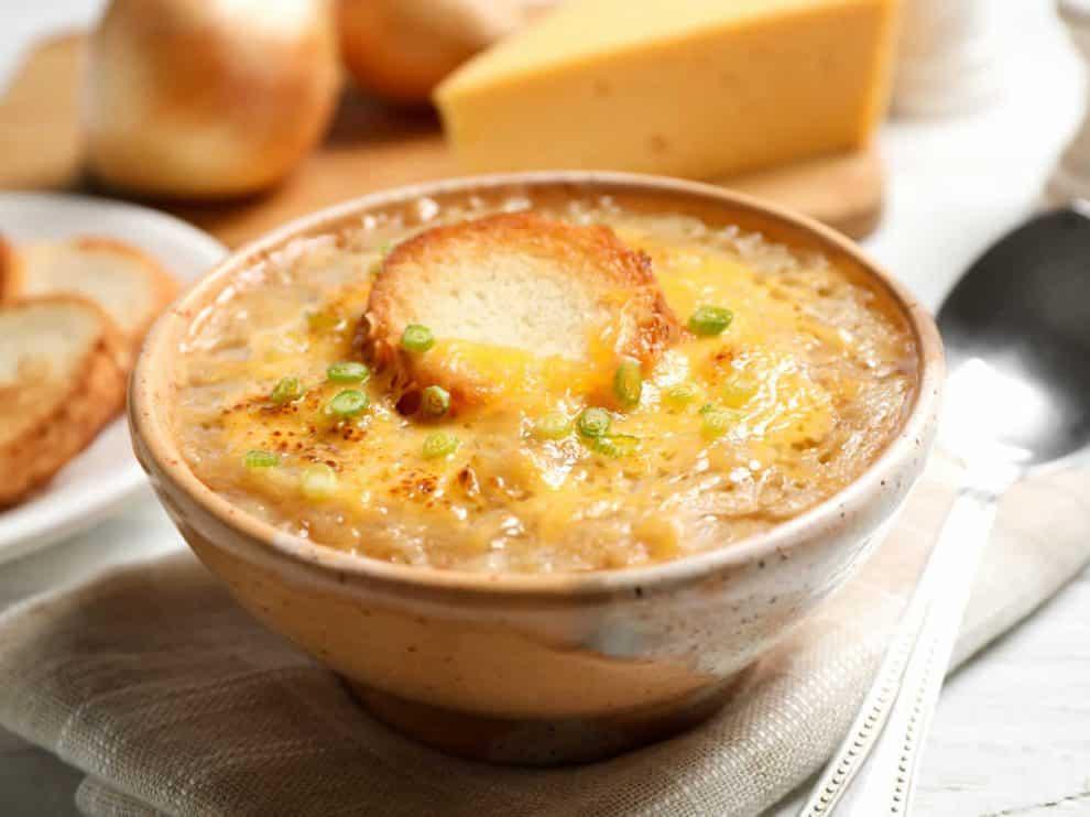 Soupe gratinée légère à l'oignon