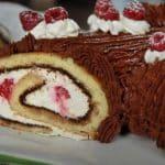 Bûche de Noël au mascarpone, chocolat et framboises